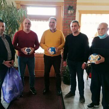 Руководство Рукометног савеза централне Србије поделило лопте клубовима Пиротског округа